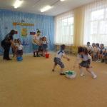 веселые состязания на празднике 23 февраля в средней группе (вос-ль Грехова Е.В.)