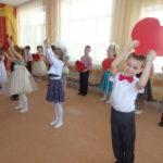 упражнение с сердцами (дети старшей группы