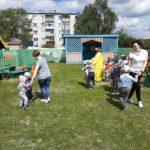 общий танец детей и воспитателей
