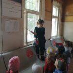 дети с воспитателем Владыко И.С. обсудили правила поведения на железнодорожной станции