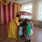 дети и Солнышко (вос-ль Дорофеева Т.В.) играют в игру